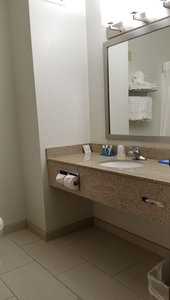 Room - Holiday Inn Express Hotel & Suites West Omaha