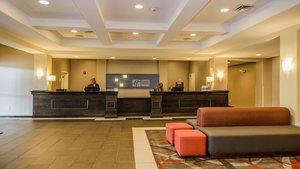 Lobby - Holiday Inn Express Hotel & Suites Bradford