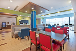 Lobby - Holiday Inn Express Hotel & Suites Uniontown