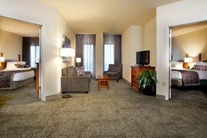 Suite - Staybridge Suites New Orleans
