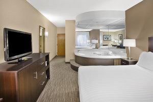 Suite - Holiday Inn Express Warren