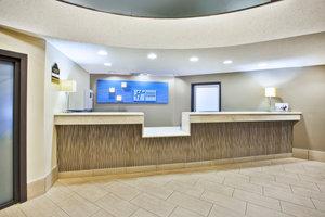 Lobby - Holiday Inn Express Warren