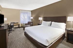 Room - Holiday Inn Express Warren