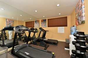Fitness/ Exercise Room - Holiday Inn Express Queens JFK Airport Jamaica