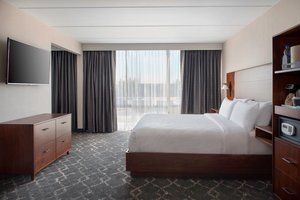 Suite - Four Points by Sheraton Hotel Northeast Philadelphia
