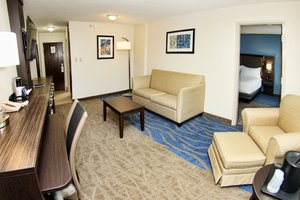 Suite - Holiday Inn Mayaguez & Tropical Casino