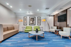Lobby - Holiday Inn Express Hotel & Suites Lake Elsinore