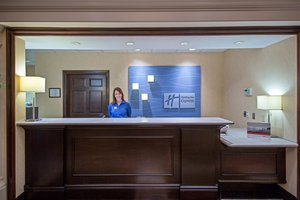 Lobby - Holiday Inn Express Hotel & Suites Niles
