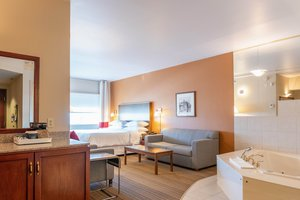 Suite - Four Points by Sheraton Hotel Winnipeg Airport
