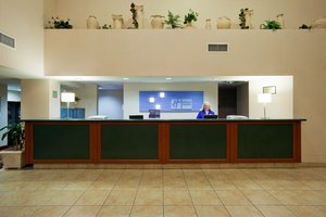 Lobby - Holiday Inn Express Hotel & Suites Tracy