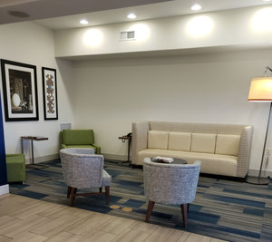 Lobby - Holiday Inn Express Hotel & Suites Mt Airy