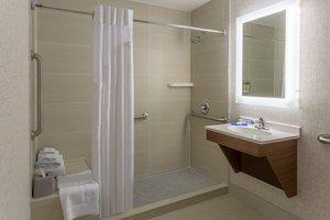 - Holiday Inn Express La Guardia Arpt Flushing