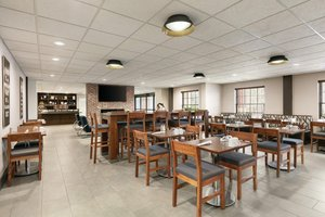 Restaurant - Four Points by Sheraton Hotel Raleigh Arena