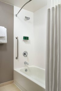 Room - Courtyard by Marriott Hotel Greensboro