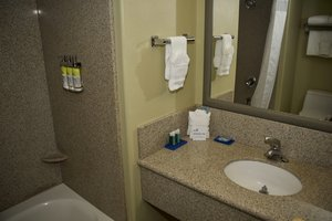- Holiday Inn Express Hotel & Suites Vacaville