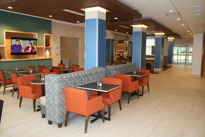 Restaurant - Holiday Inn Express Hotel & Suites New Castle