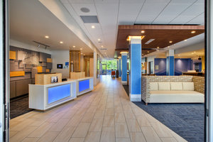 Lobby - Holiday Inn Express Hotel & Suites New Castle