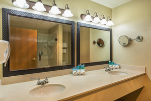 - Holiday Inn Express Hotel & Suites Nogales