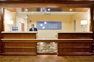 Lobby - Holiday Inn Express Hotel & Suites Newark