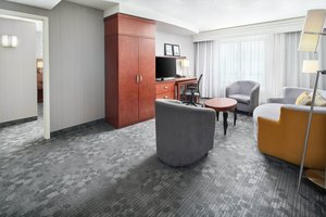 Suite - Courtyard by Marriott Capitol Hill Hotel DC