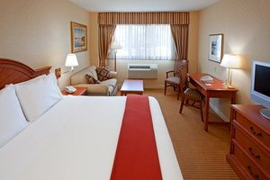 Room - Holiday Inn Express Lynbrook