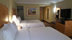 Room - Holiday Inn Express Hotel & Suites Vacaville