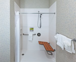 - Holiday Inn Express Hotel & Suites Longview