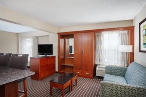 Suite - Holiday Inn Express Coliseum Hampton