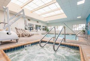 Pool - Crowne Plaza Hotel Burlingame