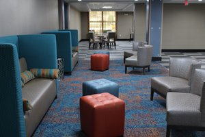 Lobby - Holiday Inn Express Hotel & Suites Shawnee