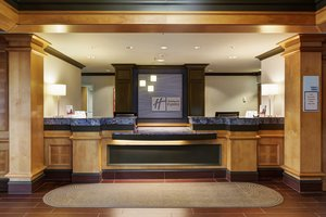 Lobby - Holiday Inn Express Hotel & Suites Warwick