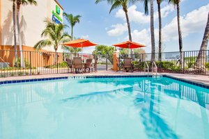 Pool - Holiday Inn Express Hotel & Suites Davie
