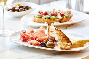 Restaurant - AC Hotel by Marriott Airport West Doral