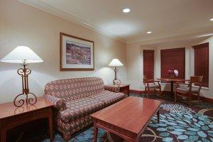Lobby - Staybridge Suites Corning