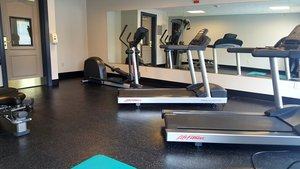 Fitness/ Exercise Room - Country Inn & Suites by Radisson Redlands