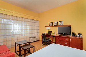 Room - Courtyard by Marriott Hotel Frederick