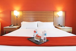 Room - Holiday Inn Express Banff Trail Calgary