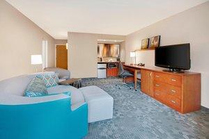 Suite - Courtyard by Marriott Hotel Midtown Savannah
