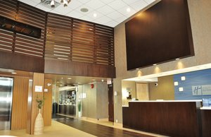 Lobby - Holiday Inn Express Hotel & Suites Langley
