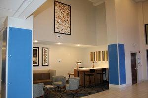 Lobby - Holiday Inn Express Hotel & Suites Douglas