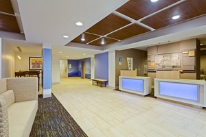 Lobby - Holiday Inn Express Hotel & Suites Tavares
