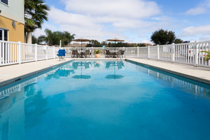 Pool - Holiday Inn Express Hotel & Suites Tavares
