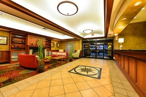 Lobby - Holiday Inn Express North Vancouver