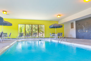 Pool - Holiday Inn Express Hotel & Suites Westampton