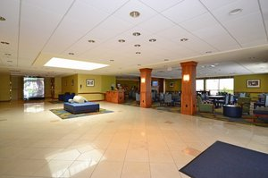 Lobby - Holiday Inn Express Brockton