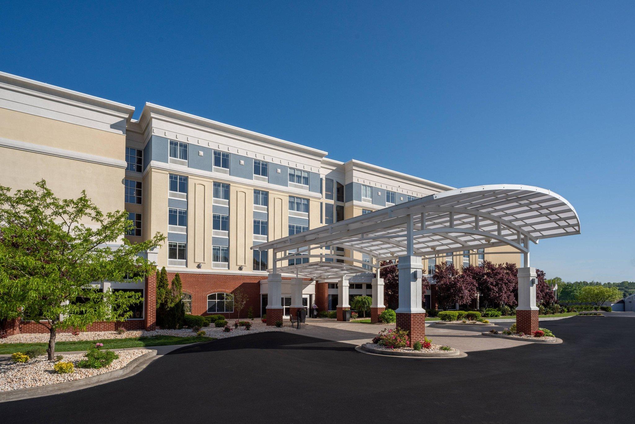 Delta Hotels by Marriott Huntington Mall