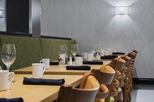 Restaurant - Holiday Inn Winnipeg Airport West