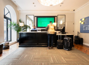 Lobby - Holiday Inn Express Magnificent Mile