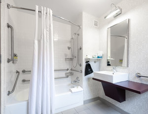 - Holiday Inn Express Magnificent Mile
