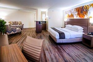 Suite - Crowne Plaza Hotel Executive Center Baton Rouge
